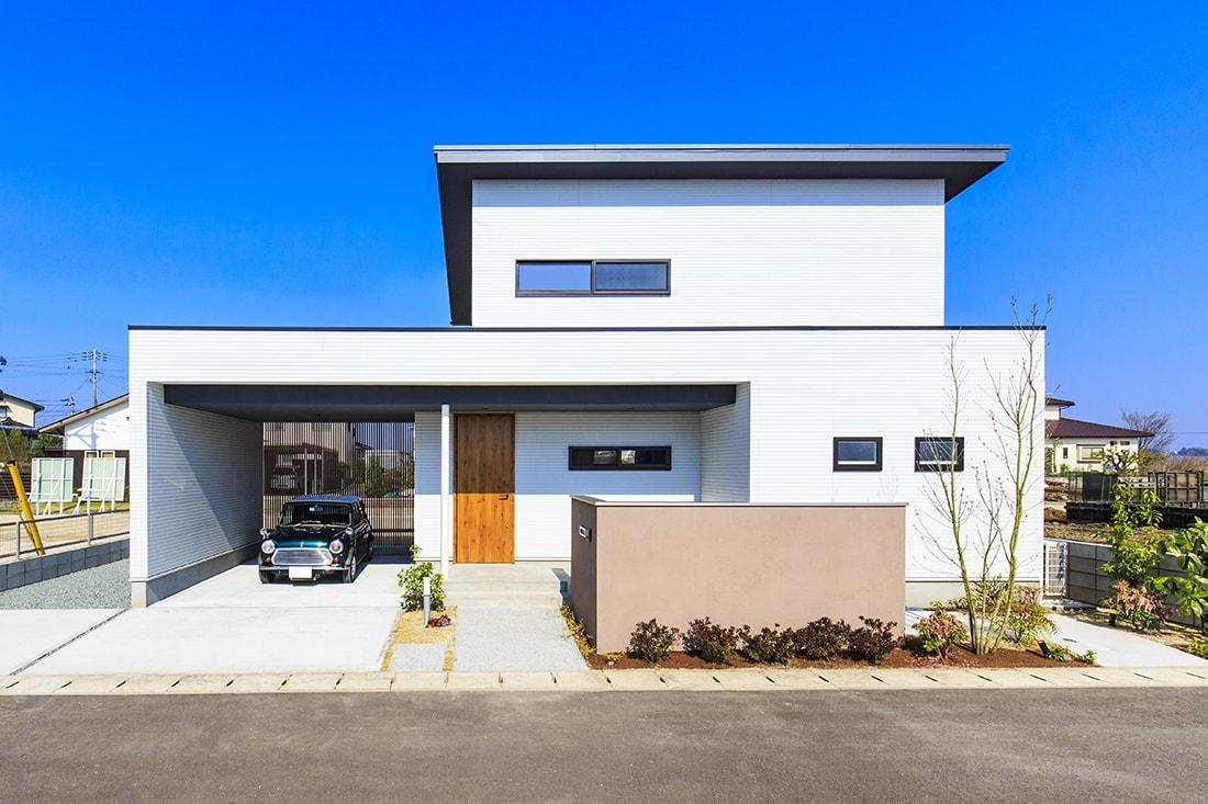 熊本で家を建てるなら愛住宅。インナーガレージのある家外観