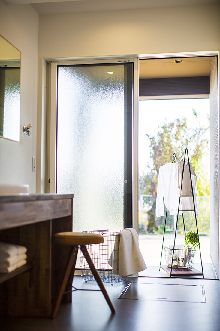熊本で家を建てるなら愛住宅。菊陽町原水洗面脱衣室・屋根付きテラス